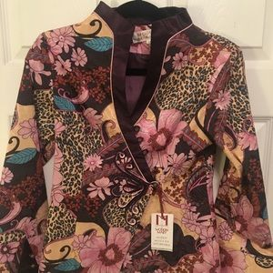 Jackets & Blazers - NWT unique short floral blazer with a satin lining
